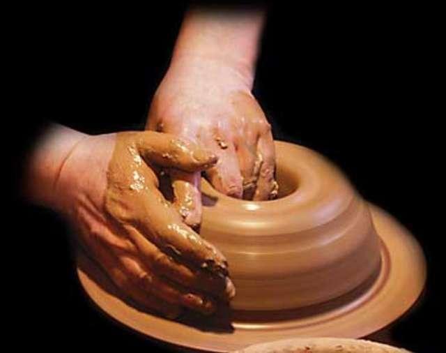 Ferie w Muzeum - Warsztaty lepienia z gliny - full image