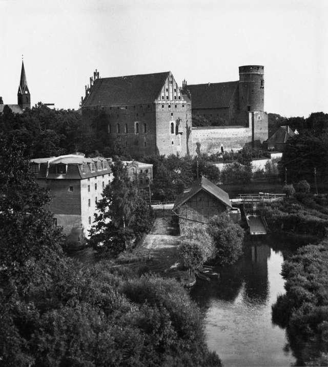 Dzieje budowlane zamku olsztyńskiego - full image