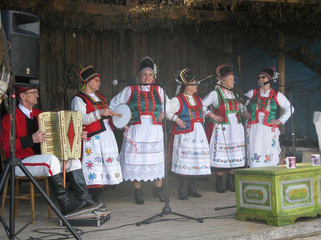 Otwarcie sezonu turystycznego w Powiecie  Szczycieńskim na terenie Izby Rolniczej w Olszynach - full image