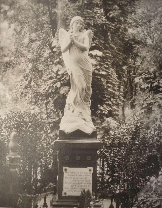 Od prof. Ursuli Blanchebarbe nadeszła wiadomość, że odnaleziono fotografię figury Anioła Śmierci  - full image