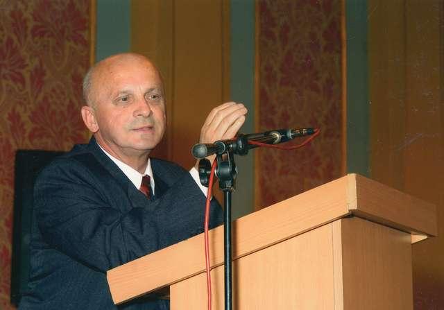 Umarł w Toruniu prof. dr hab. Janusz Krause (ur. 1939), wybitny konserwator dzieł sztuki specjalizujący się w konserwacji wyrobów metalowych.  - full image
