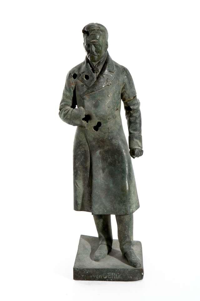 Cymelia muzealne: Andrzej Rzempołuch, Figurka z brązu landrata von Berga - full image