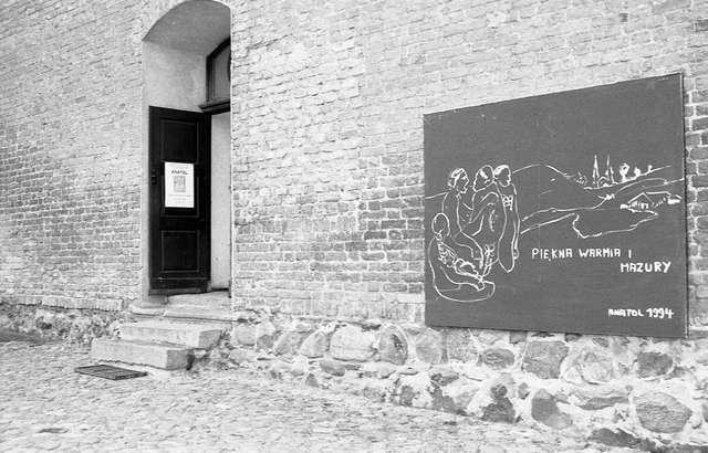 """Otwarcie wystawy Anatol, Jezus Chrystus uczyni nas przyjaciółmi. Rzeźba-malarstwo-rysunek, Galeria """"Zamek"""" w Reszlu.  - full image"""