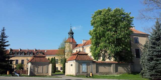 Pałac Dohnów 1945–1989. Powstawanie z ruin - wystawa czasowa.  - full image