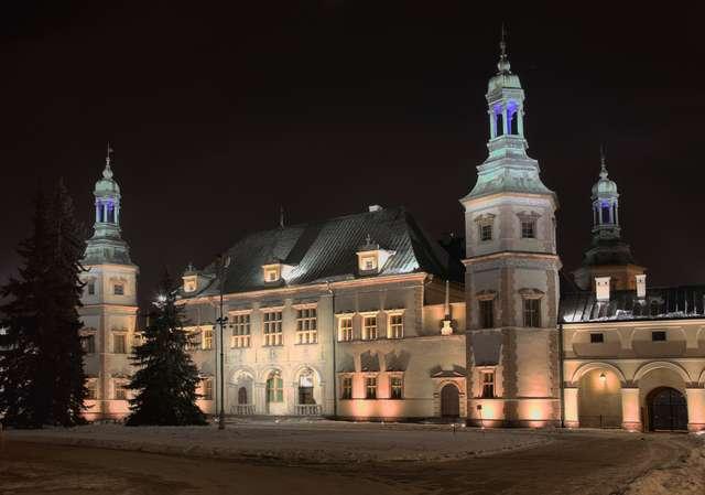 Pałac biskupów krakowskich w Kielcach – siedziba muzeum - full image