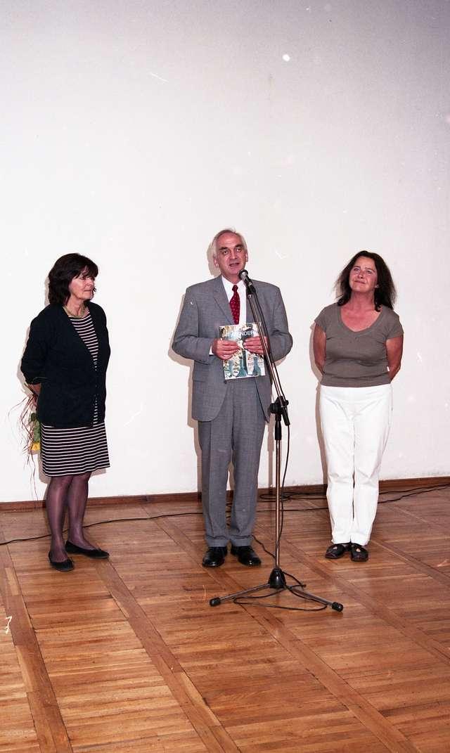 """Wernisaż wystawy rzeźby Barbary Falender, z udziałem artystki. Galeria """"Zamek"""" w Reszlu.  - full image"""