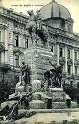Przywieziono i rozładowano na Polach Grunwaldu kamienie z Pomnika Grunwaldzkiego.