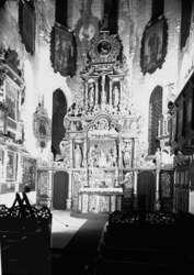 Ołtarz w farze św. Jana Ewangelisty w Bartoszycach przed zniszczeniem. Fot. z archiwum Instytutu Sztuki PAN w Warszawie