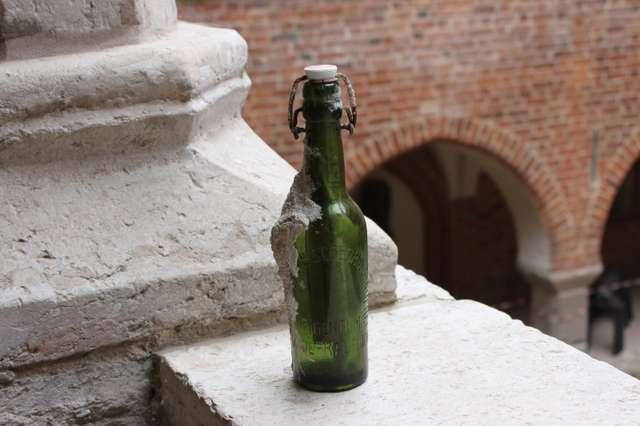 List w butelce z 1928 roku - full image