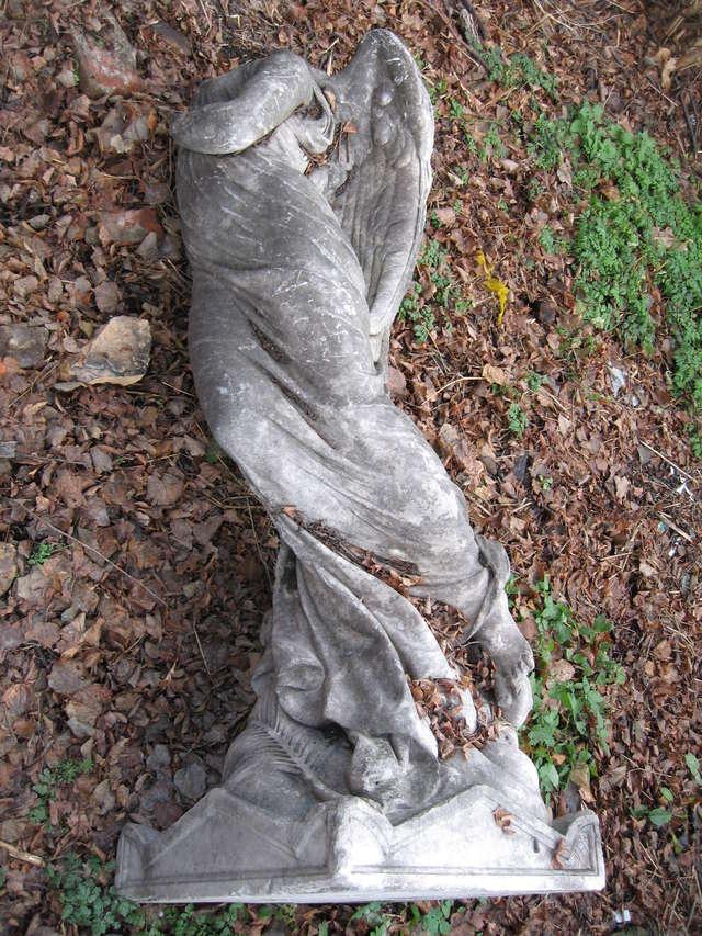 zapadła decyzja o konserwacji marmurowej figury Anioła Śmierci z Wopławek.   - full image
