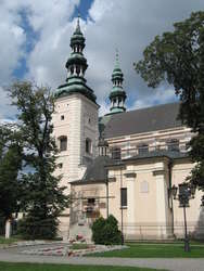 Widok kolegiaty (obecnie katedry) w Łowiczu.