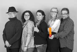 Na fotografii nasza Załoga Digitalizacyjna: Grzegorz Kumorowicz, Alicja Mieczkowska, Elżbieta Tomczonek, Katarzyna Dauksza, Bartosz Olszewski. Przy projekcie pracowali też: Andrzej Kłos, Adam Krawczewski, dr Sebastian Mierzyński, Anna Podolak.