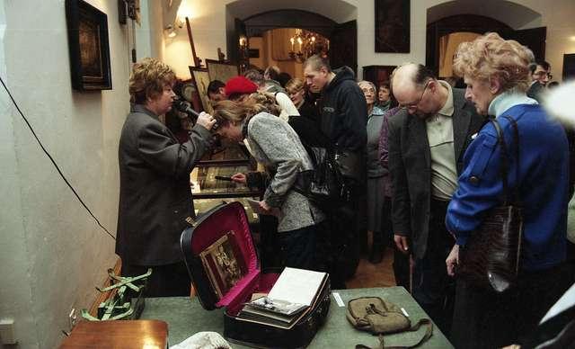 Pokaz muzealiów zakonserwowanych, zakupionych lub ofiarowanych w 2004 r. - full image