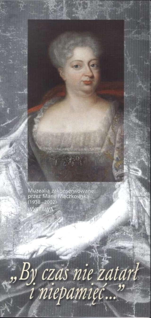 """Wystawa – """"By czas nie zatarł i niepamięć…"""" Muzealia zakonserwowane przez Marię Mączkowską (1938 – 2002) - full image"""