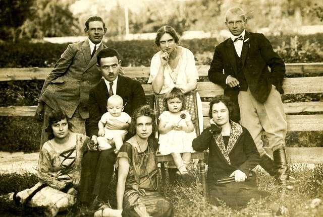 Rodzina Muszałowskich w odwiedzinach u Heleny Orzechowskiej, Zurne, 1926 r.  (dar Alicji Orzechowskiej) - full image