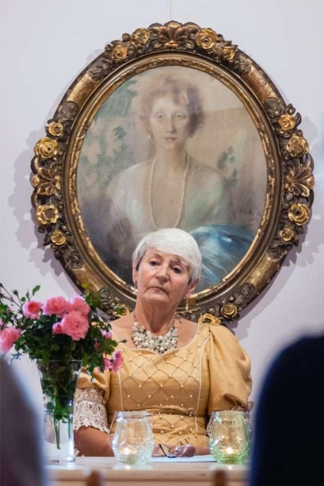 Hrabina z portretu - full image