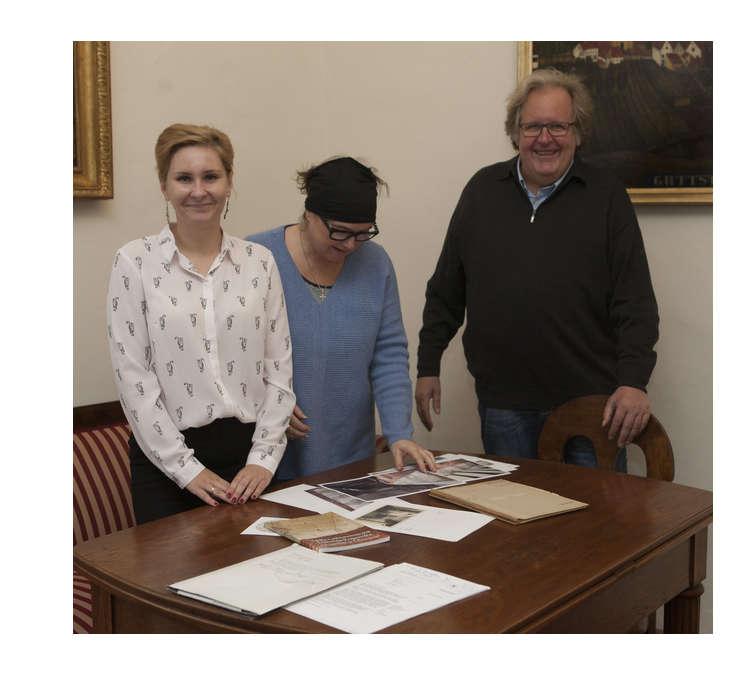 Od prawej: prof. Gerd Graẞhoff, Joanna Graẞhoff, dr Kinga Raińska - full image