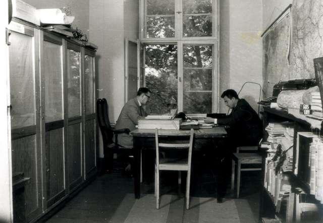 Pracownicy Muzeum Warmii i Mazur w Olsztynie, zdjęcie archiwalne. - full image