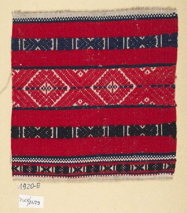 Fragment rękawa koszuli kobiecej; I poł. XX wieku; len, bawełna - full image
