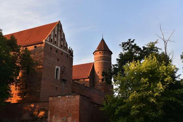 14 listopada Muzeum zamek w Olsztynie nieczynne - full image