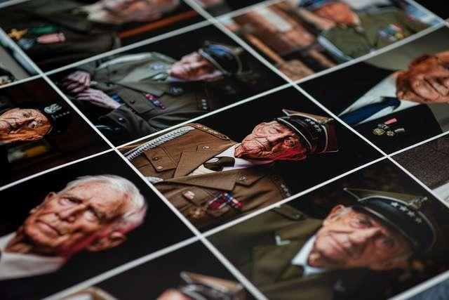 Wierni - wystawa fotografii Jakuba Obarka - full image