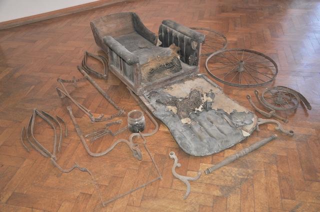 Wózek inwalidzki wózek z przełomu XIX i XX w. - full image