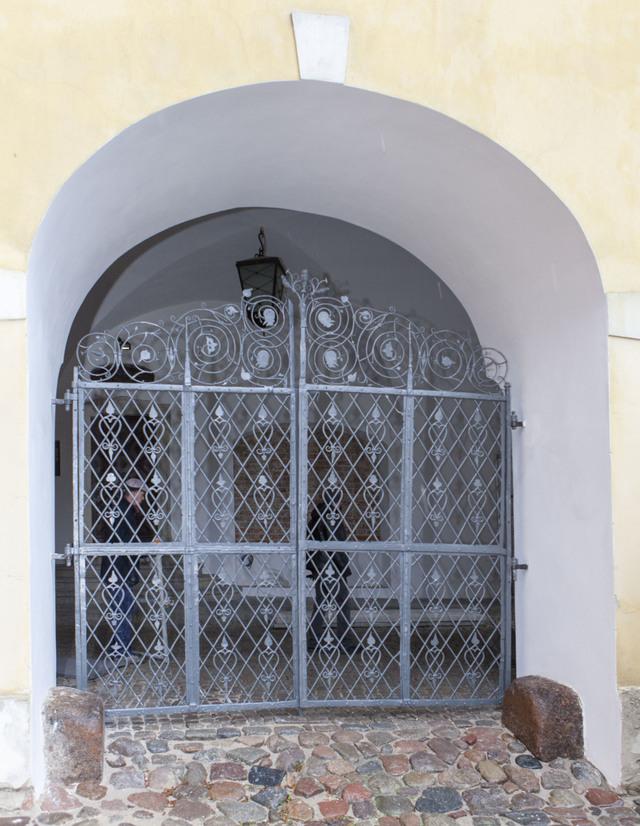 Renesansowa krata w zamkowej bramie - full image