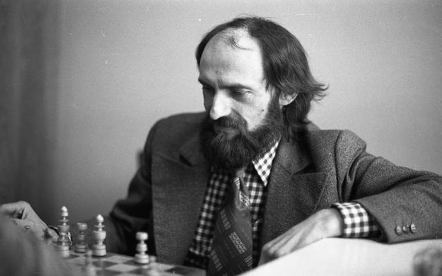Erwin Kruk, zdjęcie portretowe wykonane w latach osiemdziesiątych przez Ryszarda Czerniewskiego. - full image