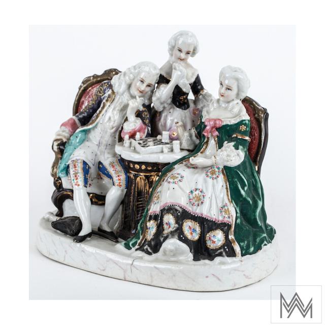Figurka porcelanowa: Grający w szachy, Niemcy, k. XIX w.  Porcelana malowana naszkliwnie i złocona, 16×19×14 cm  nr inw. C-703 OMO    - full image