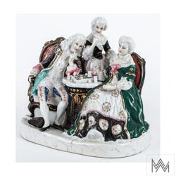 Figurka porcelanowa: Grający w szachy, Niemcy, k. XIX w.  Porcelana malowana naszkliwnie i złocona, 16×19×14 cm  nr inw. C-703 OMO