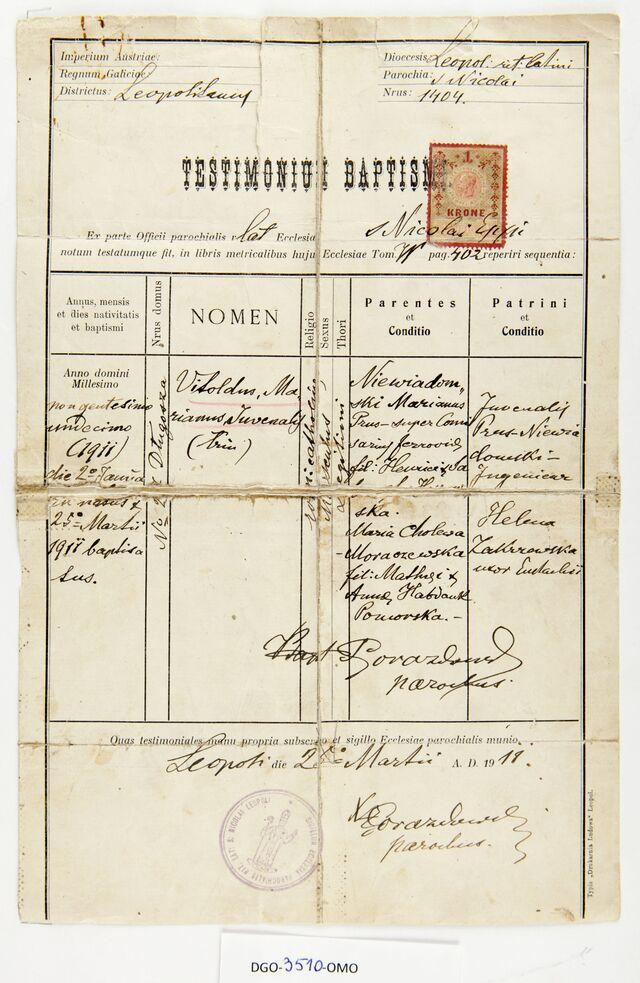 Świadectwo chrztu Witolda Niewiadomskiego. Lwów, 1911 rok. Ze zbiorów Domu Gazety Olsztyńskiej.  - full image