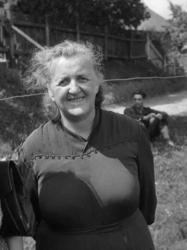 Maria Zientara-Malewska przed brąswałdzką chatą. Rok 1948.
